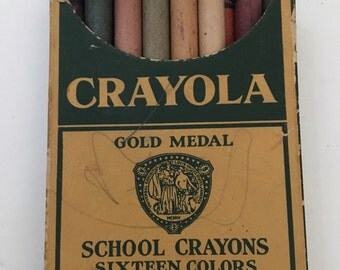 Vintage Crayola No. 16 Gold Medal Color School Crayons Binney & Smith Co. 1940's