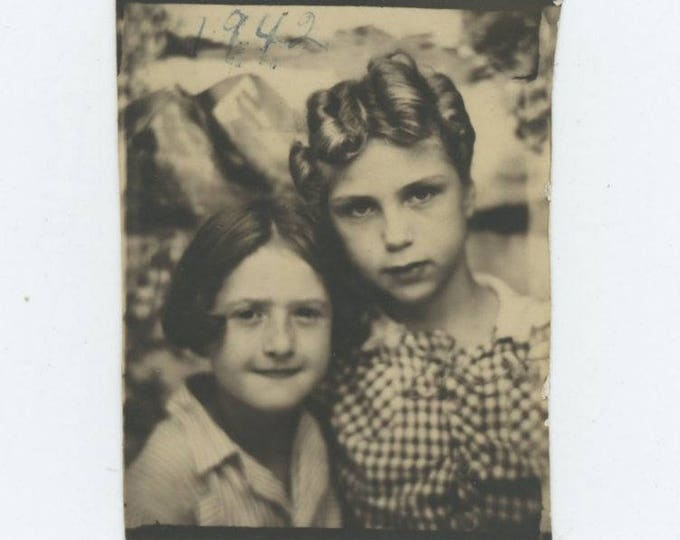 Vintage PhotoBooth Arcade Photo, 1942: Girls (74567)
