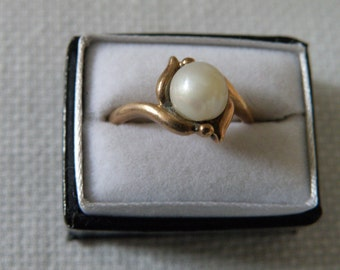 10K Gold Pearl Ring - Size 6 3/4 US