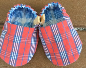 Newborn reversible baby booties