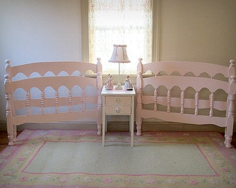 forever pink adorable pink vintage spindle matching twin beds - Jenny Lind Twin Bed
