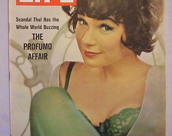June 21, 1963 LIFE Magazine with Shirley MacLaine on the Cover has 90 pages of ads and articles