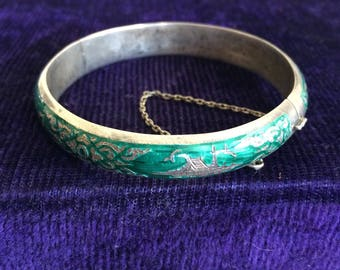 """Siam Sterling Silver Niello Enamel Hinged Green Bangle Bracelet Vintage 8"""" w/Safety Chain Thailand"""