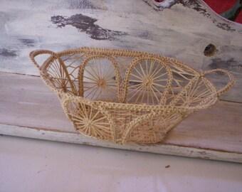 Miniature woven basket/Mini basket/Mini basket with handle/Vintage little basket/Country doll accessories/Folk art supplies/Small basket