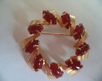 Fabulous Unsigned Vintage Goldtone/Red Swirl Brooch/Pin