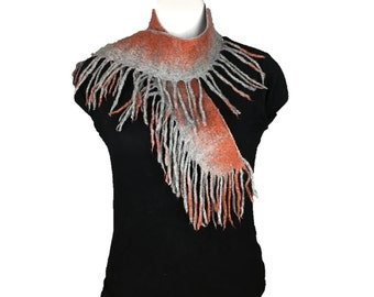 Felted scarf in grey merino wool with terracotta border and fringe detail