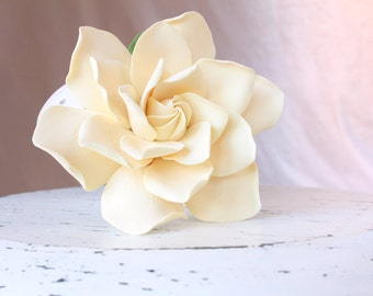 Gardenia hair flower. Hair clip polymer clay flower for wedding. Dark Ivory Gardenia on alligator clip.