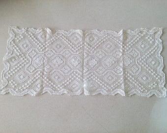 Vintage long table runner crochet , 26'' x 11''