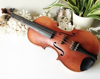 Antique Stradivarius violin musical instrument Antonius Stradiuarius Cremonenfis Faciebat Anno 172V