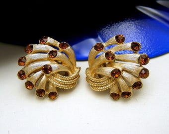 Crown Trifari Vintage Earrings Chantilly Gold Tone Sprays Brown Rhinestone Tips