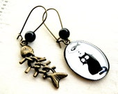 Ovale Earrings Cat and fishbone, bronze and glass.