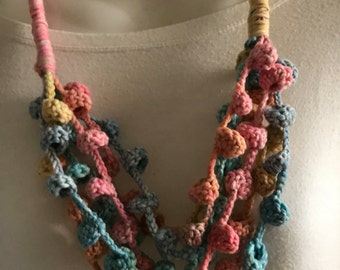 Pastel chime pattern necklace