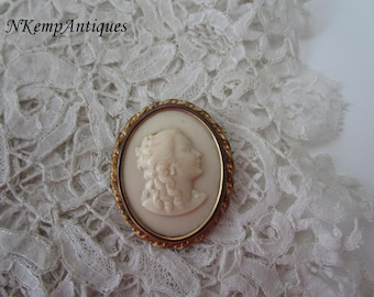 Cameo brooch celluloid 1930's