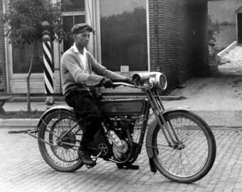 Harley Davidson Motorcyle, Model 7A, 1916, Early 1900's, Photo