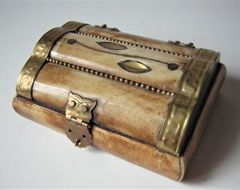 """Wooden jewelry box, horn and brass 3.94"""""""