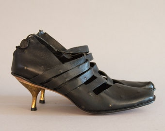 NOS Cydwoq Pumps - Vintage 90s Deadstock Shoes Handmade Black Leather Mary Janes Gold Kitten Heel Pointy Toe Leather Soles Size 36