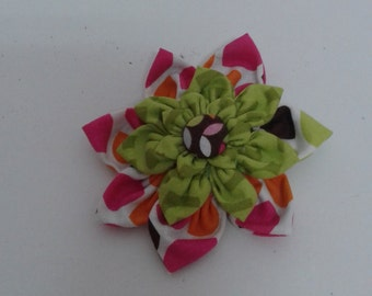 Carried out with the technical Kanzashi fabric brooch