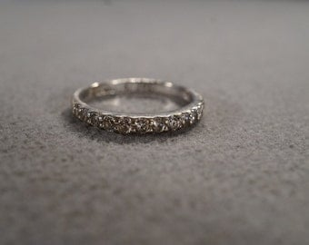 vintage sterling silver band ring with 12 round prong set white topaz stones, size 8 3/4   M1