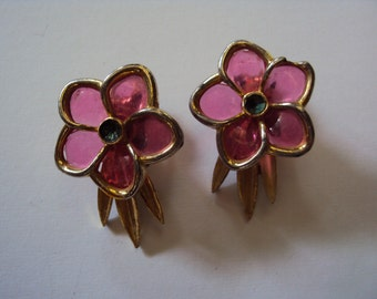 Pink plastic and goldtone floral clip on earrings