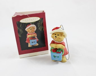 Hallmark 'Mom' Keepsake Ornament 1993