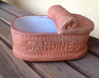 Sardine Can Dish, sardine plant container, Sardine Cat food dish, Sardine can planter, sardine can flower pot, sardine fish pottery dish