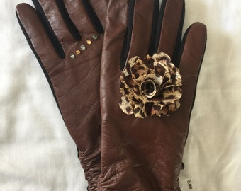"Fashionable brown leather ""smart gloves"""