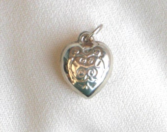 Vintage silver puffy heart charm pendant, bracelet charm, love heart charm, vintage jewellery, silver jewellery, puffed heart silver pendant