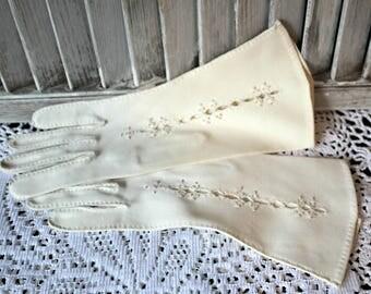 Shalimar gloves. Size 6 1/2. Vintage. gloves. Gorgeous gloves!
