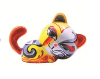 Statue of multicolored resin cat, for collection or decoration, length 6,7 inches / 17 cm