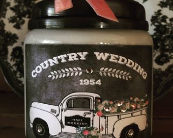 Country Wedding Truck 16oz Apothecary Soy Candle With  Tin Lid and Velvet Ribbon Weddings Gift Ideas Scented Candles Home Decor