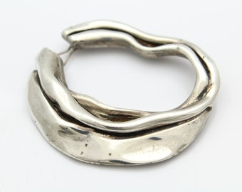 Unusual Artisan-Made Organic Clasping Pendant/Scarf Slide in Sterling Silver. [12150]