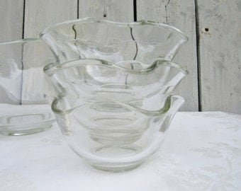 Clear Wavy Bowls, Salad Bowl and serving bowls set of 7, 1960s Vintage tableware, Classic Retro tableware, let the food be the star