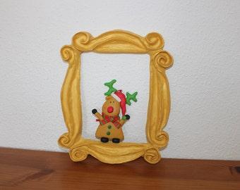 F.R.I.E.N.D.S. Frame in Monica's  apartment door. Peephole door frame F.R.I.E.N.D.S. Yellow frame FRIENDS tv show peephole. cadre rahmen.
