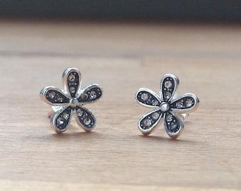 Daisy Flower Cubic zirconia minimalistic stud earrings