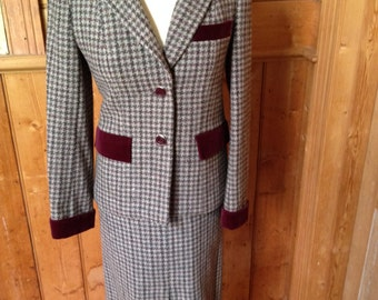1970s Houndstooth Wool Suit from Selfridges London Size UK 8