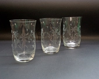 Vintage three Glasses - Glasses from the '60s - Cut Glasses - Vintage Serving - Aperitif Glasses - Juice Glasses