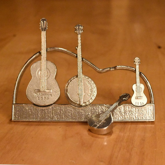 Measuring Spoons With Stand: Americana Measuring Spoons With Display Stand-Guitar Banjo