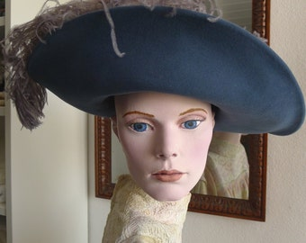 Elegant hairfelt hat in petrol blue for 1910
