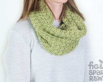 Green Crochet Cowl, Handmade Infinity Scarf, Crochet Scarf, Eternity Scarf, Chunky Scarf, Winter Clothing, Pure Wool Scarf, Winter Scarf