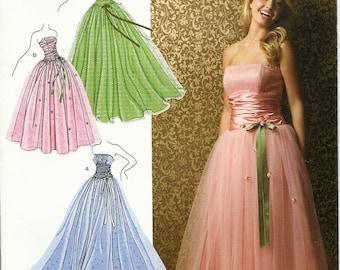 SIMPLICITY 3878 Sizes 12-20. Gown. Prom, graduation, bridal. Strapless. Bodice detail. Full skirt. Jessica McClintock design.