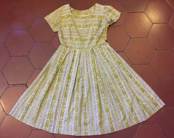 Vintage 1950s summer day dress in chartreuse print / size small medium