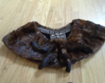Sale   Beautiful Vintage wide Mink collar with 4 small tails