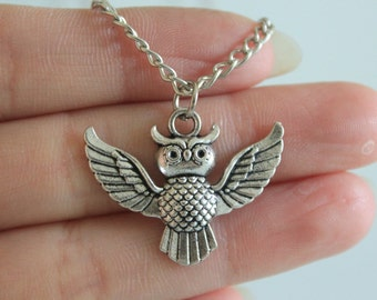 Antique Silver Owl Necklace , Owl Jewelry ,Animal Necklace , Bird Jewelry