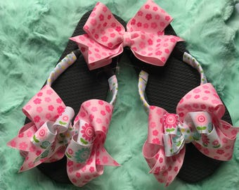 Pink floral themed little girls flip flops comes with matching hair bow