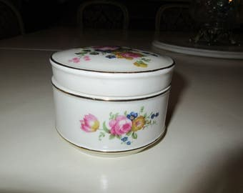 ENGLAND DRESSER JAR with Lid