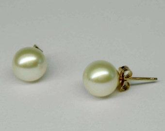 Stunning Vintage Pair of 7.5mm Cultured Pearl 14Kt Gold Stud Earrings