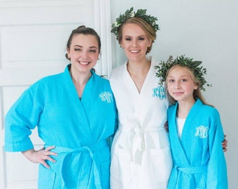 Bridesmaid Robes Set of 4 Monogrammed Waffle Weave Robes for Wedding Party White or Colored Bridesmaids Robes Gifts Bridal Gifts Monogram