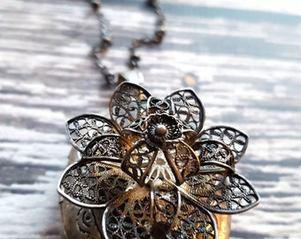 Vintage metal flower locket (handmade)