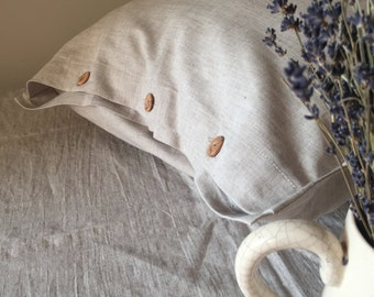 Buttoned linen pillowcase, linen pillowcase dress, pillow sham with wooden buttons, standard pillowshams, queen pillow shams, king shams