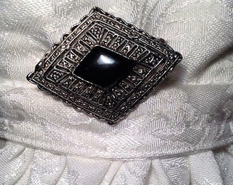Vintage brooch/stock pin. FREE shipping in the USA!